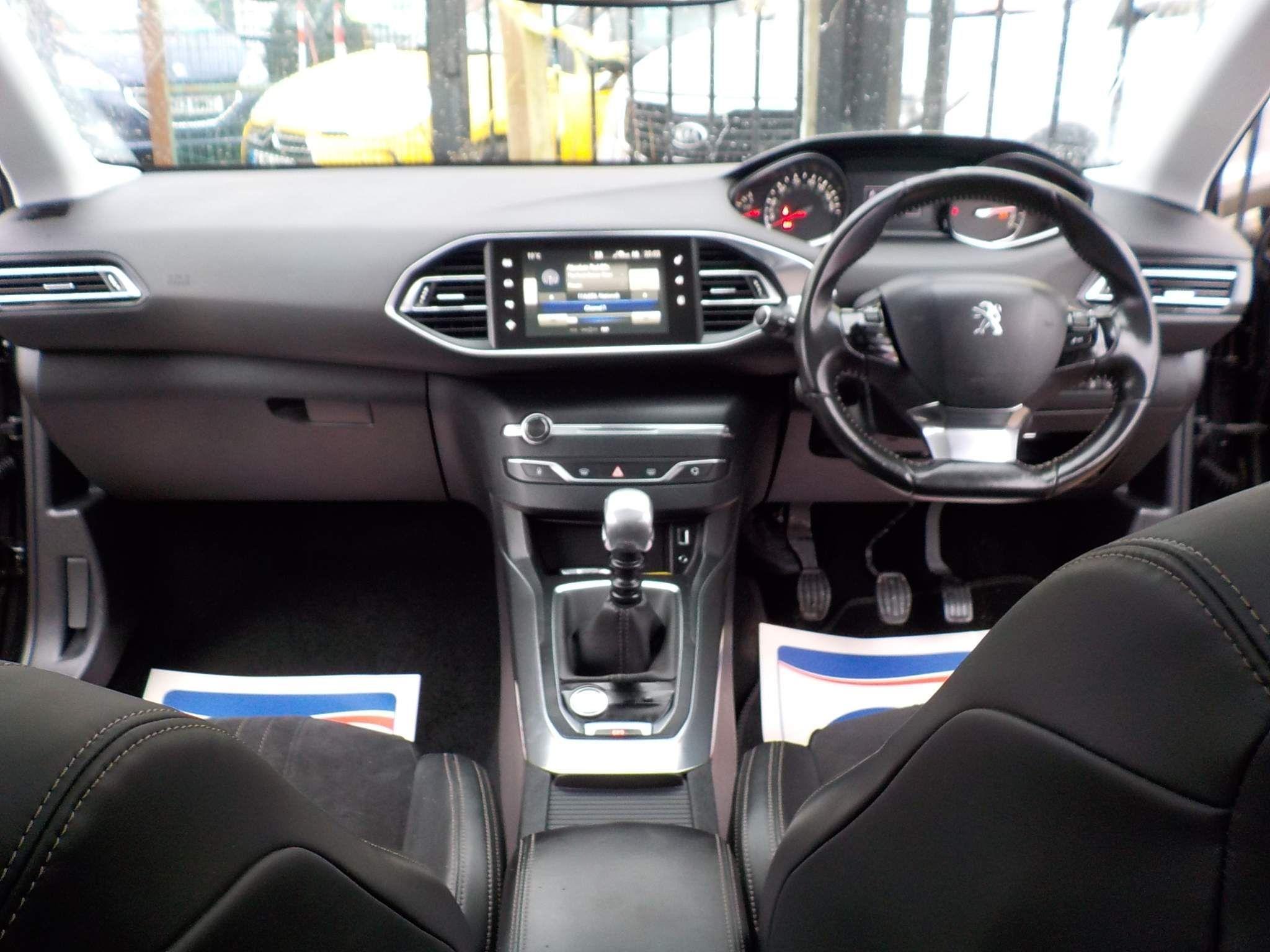 Peugeot 308 1.6 e-HDi Feline (s/s) 5dr