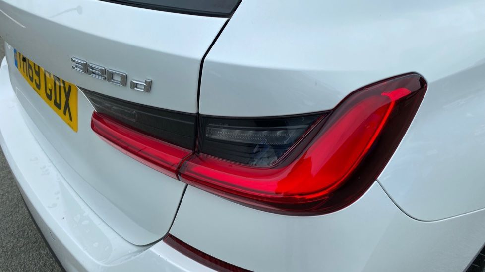 Image 22 - BMW 320d xDrive M Sport Touring (YH69GDX)