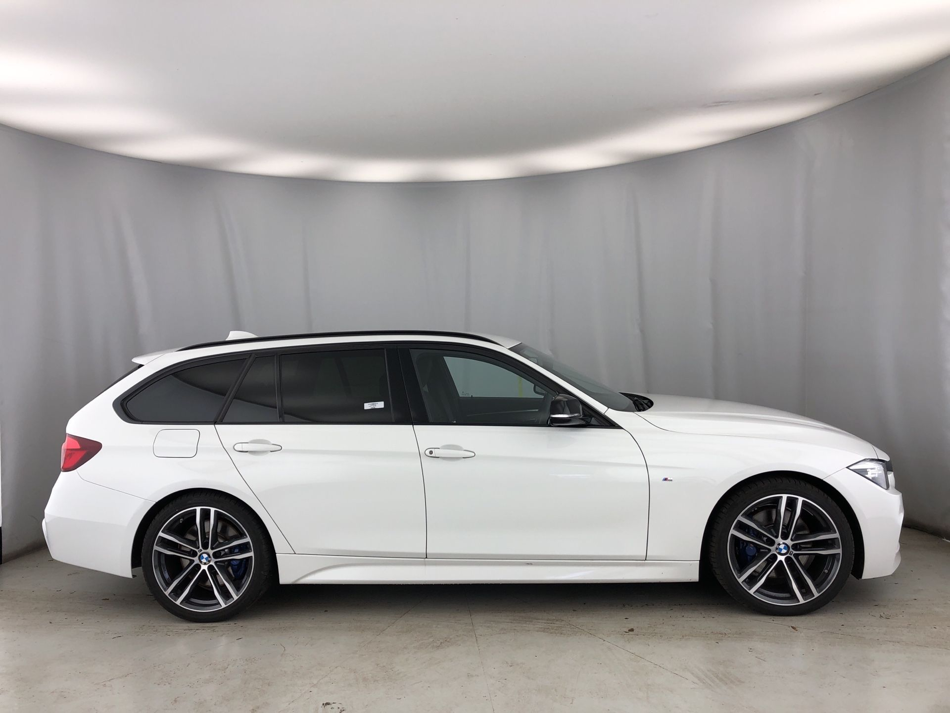 Image 3 - BMW 320d M Sport Shadow Edition Touring (YE19CHY)