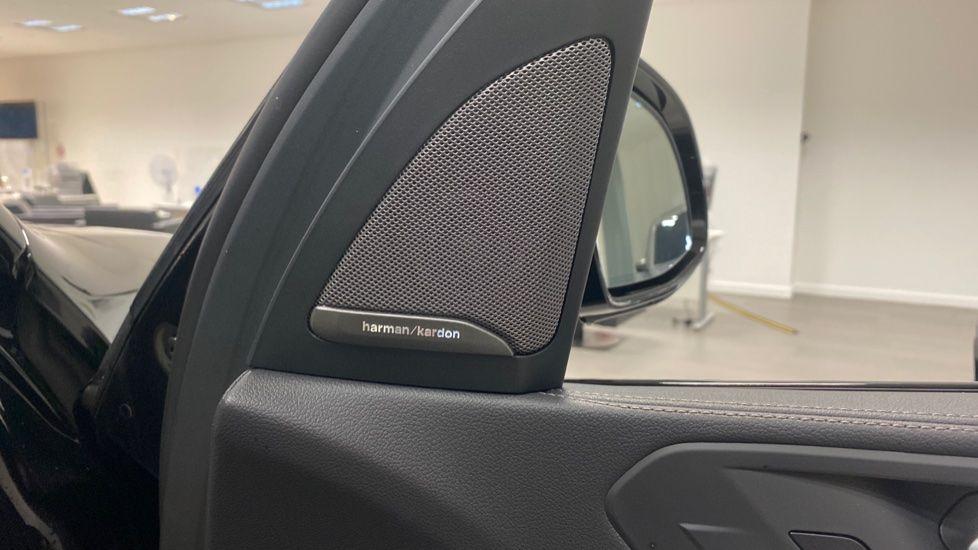 Image 19 - BMW xDrive40i M Sport (YE20DWY)