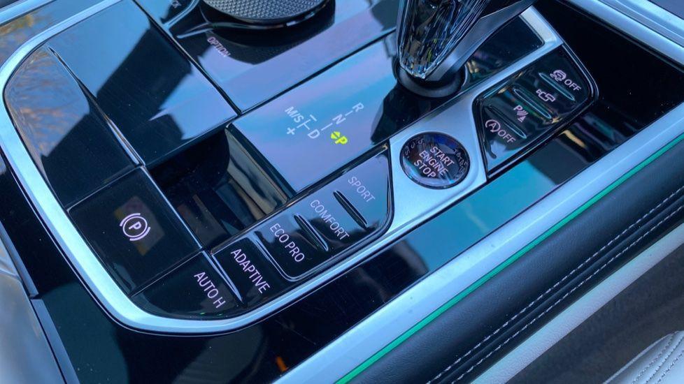 Image 20 - BMW 840i Gran Coupe (YE69WNX)