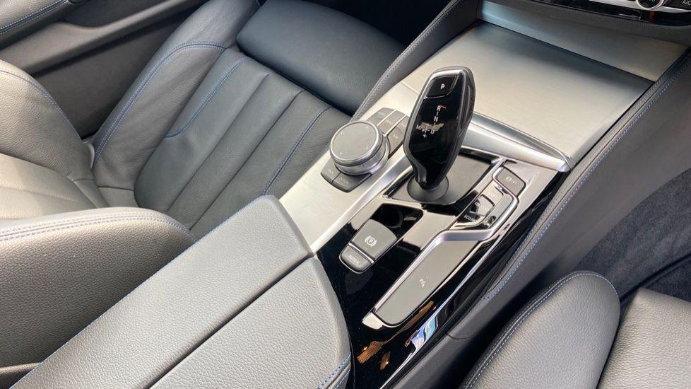 Image 10 - BMW 520i M Sport Saloon (YE69FDM)
