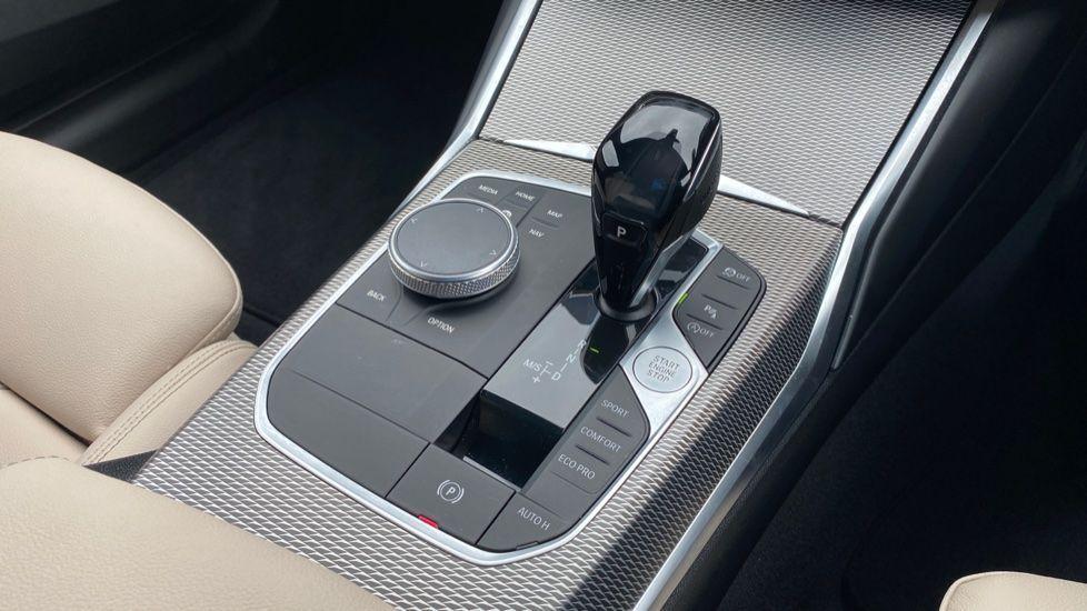 Image 10 - BMW 320i M Sport Touring (YG20JJV)