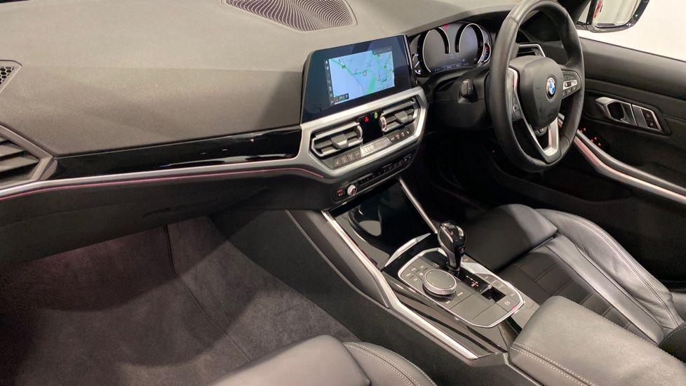 Image 6 - BMW 318d Sport Saloon (YA69NNL)