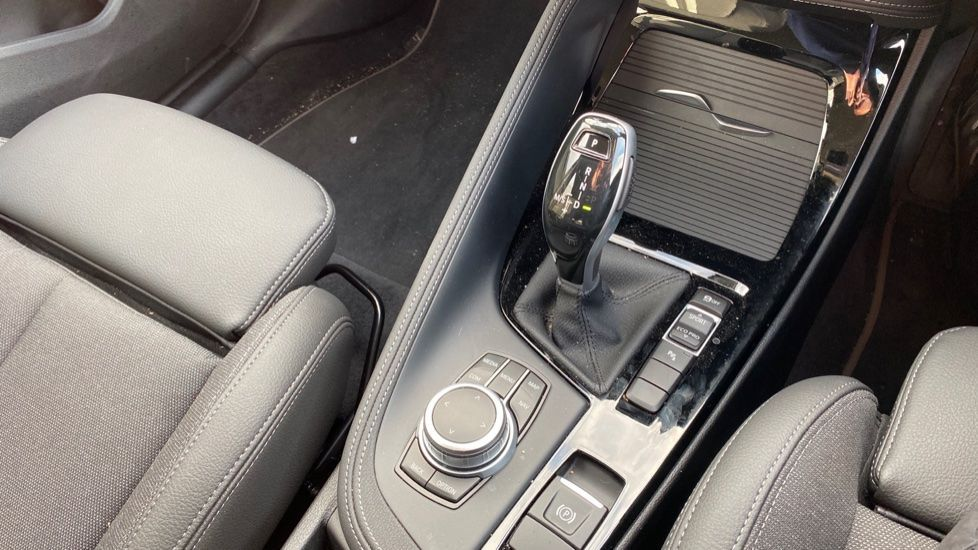 Image 10 - BMW sDrive18i Sport (YH20WBT)