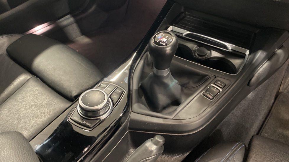 Image 10 - BMW 118i M Sport Shadow Edition 5-door (YD68PPY)