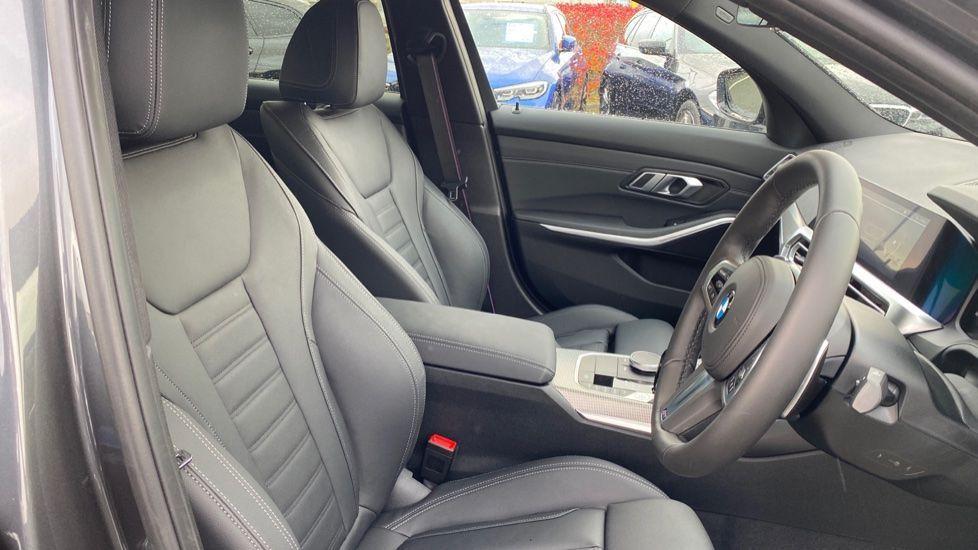 Image 11 - BMW 320d M Sport Saloon (DA20XXH)
