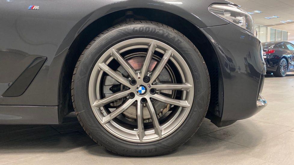 Image 14 - BMW 520i M Sport Saloon (YJ69VAC)