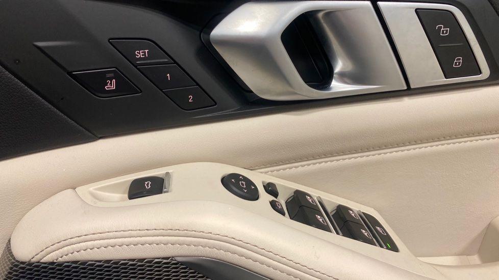 Image 24 - BMW xDrive40i M Sport (YE20DWY)