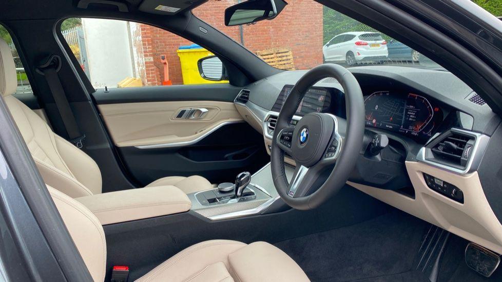 Image 5 - BMW 320i M Sport Touring (YG20JJV)