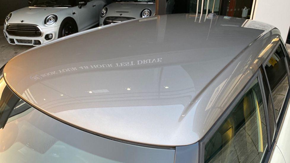 Image 35 - MINI Hatch (YA67WWR)