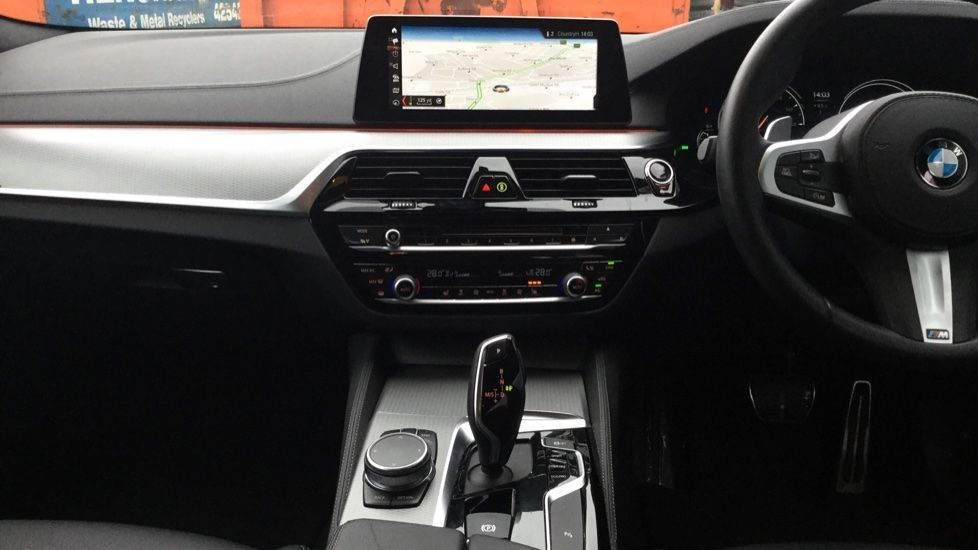 Image 11 - BMW 520d M Sport Touring (MM68LCW)