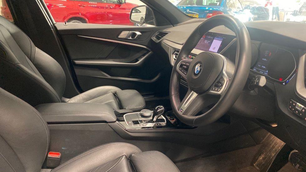 Image 5 - BMW 118i M Sport (YK69JDM)