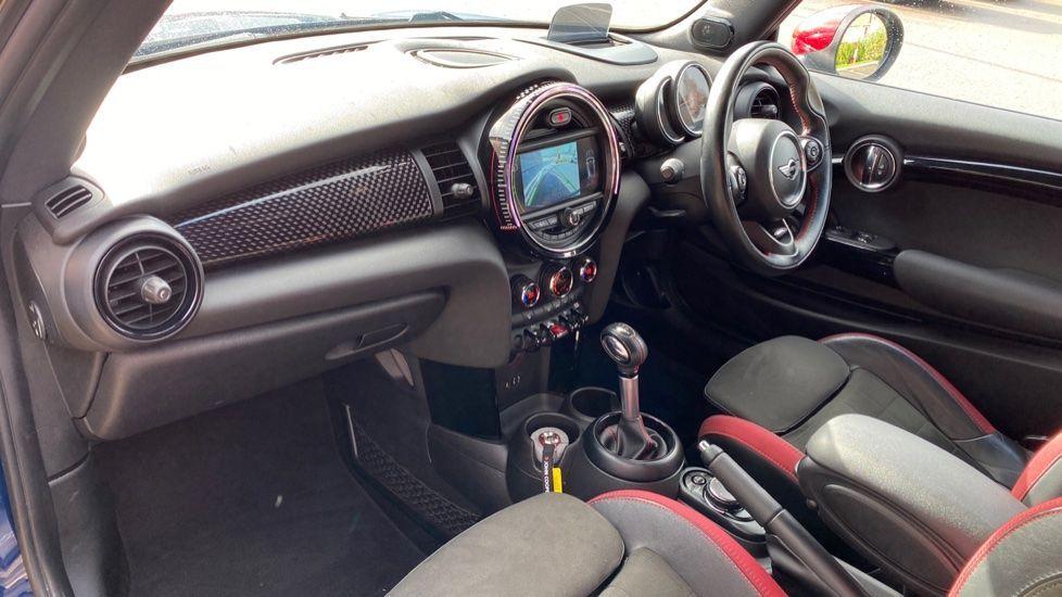 Image 6 - MINI Hatch (SA67VFG)