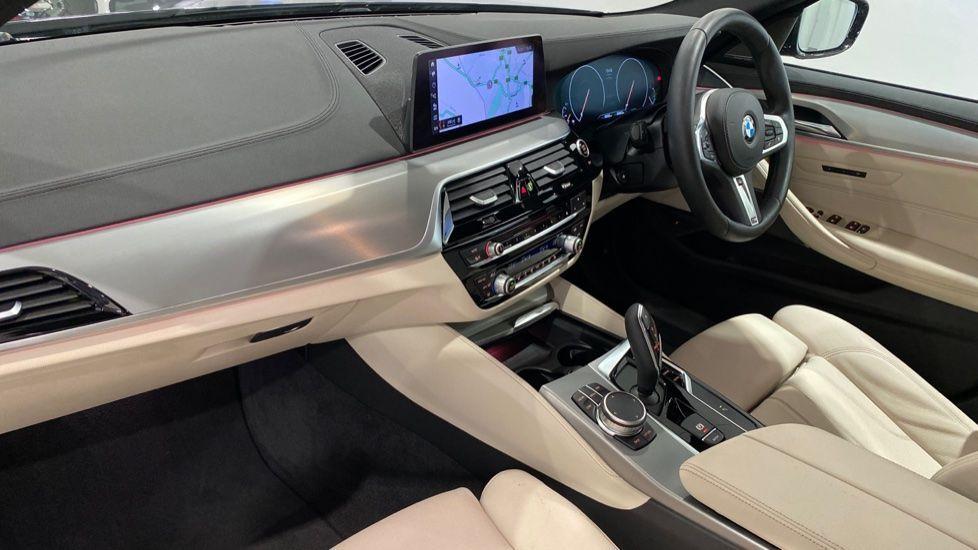 Image 12 - BMW 520i M Sport Saloon (YG69GGE)