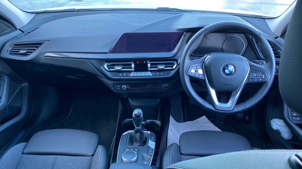 Image 4 - BMW 118i Sport (YF69HKN)