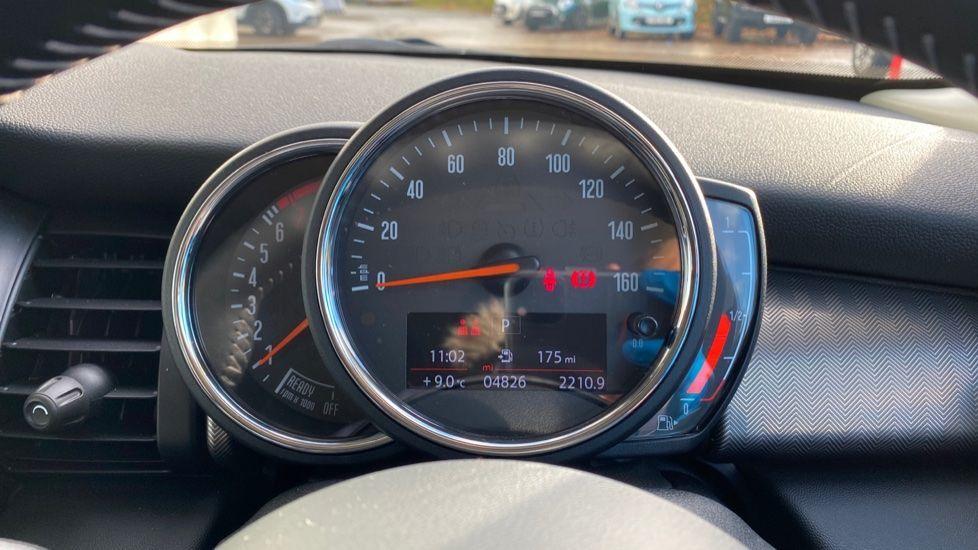Image 9 - MINI Hatch (MV20AYW)