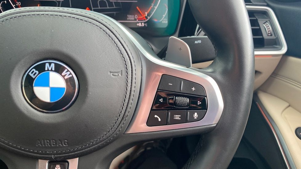 Image 18 - BMW 320i M Sport Saloon (LR19JPO)