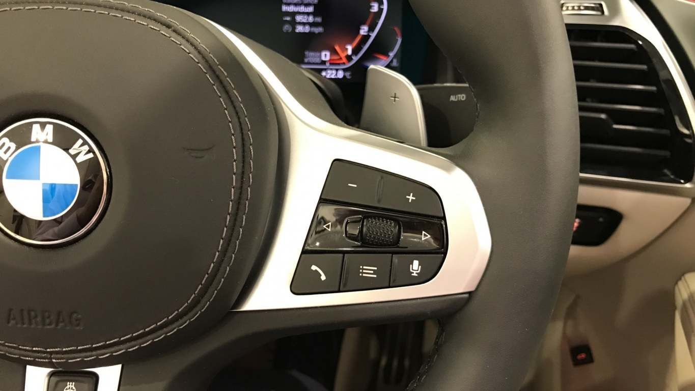 Image 18 - BMW M850i xDrive Convertible (YC69FNL)