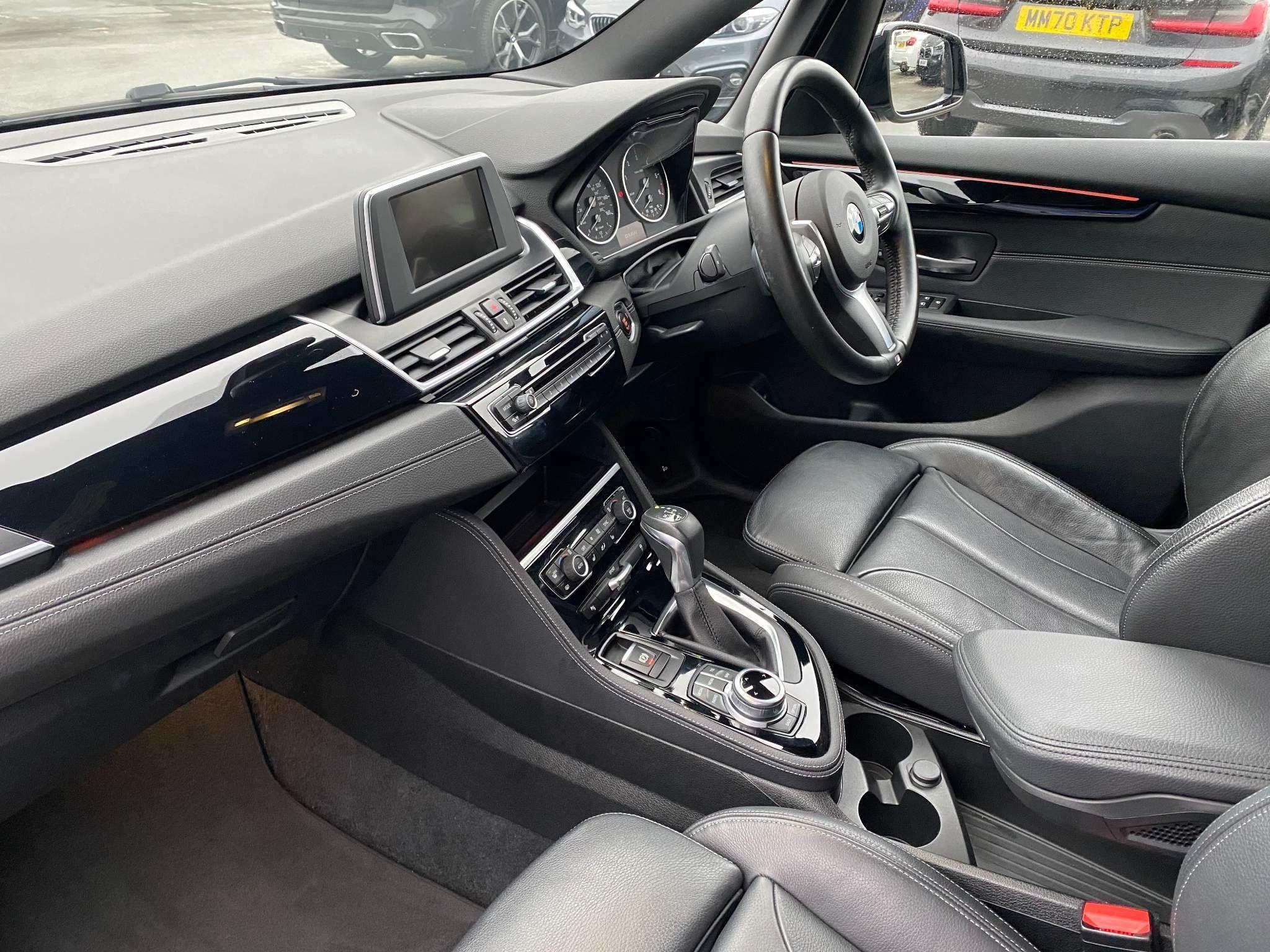 Image 13 - BMW 220d xDrive M Sport Active Tourer (DE67XPO)