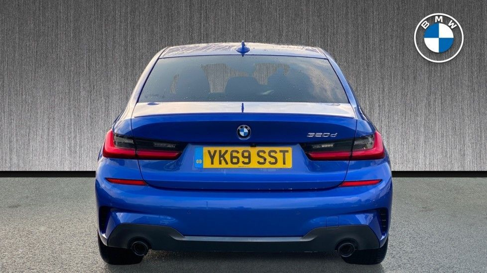 Image 15 - BMW 320d M Sport Saloon (YK69SST)