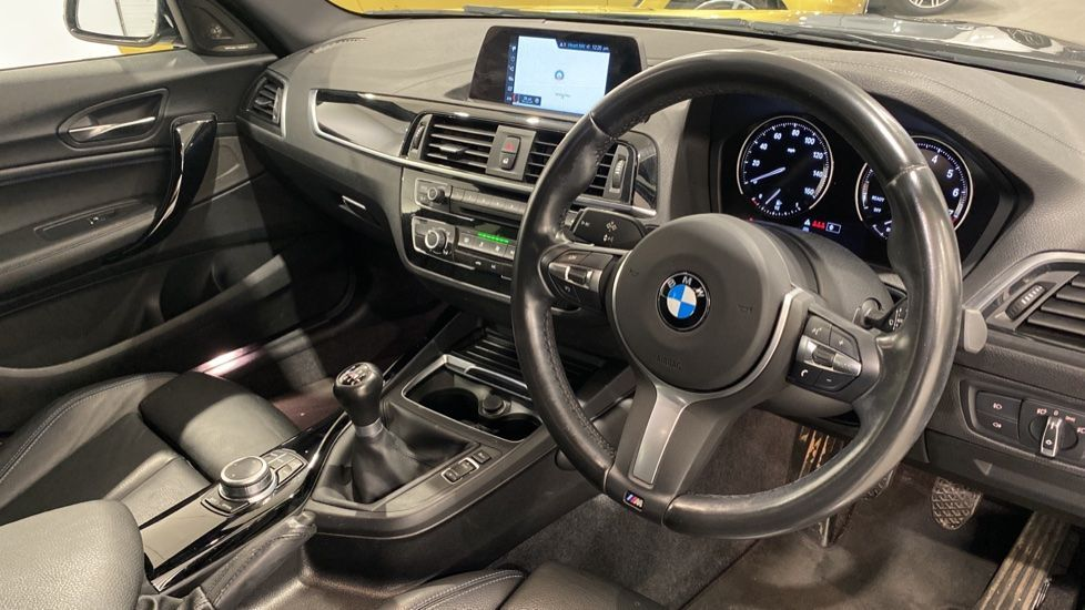 Image 5 - BMW 118i M Sport Shadow Edition 5-door (YD68PPY)