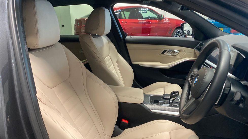 Image 11 - BMW 320i M Sport Touring (YG20JLV)
