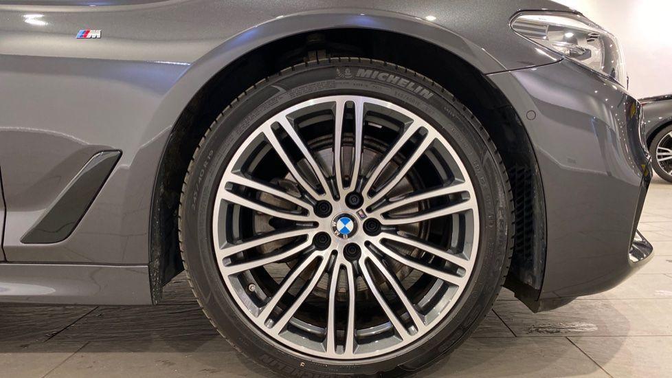 Image 14 - BMW 520d M Sport Saloon (YA69FKW)