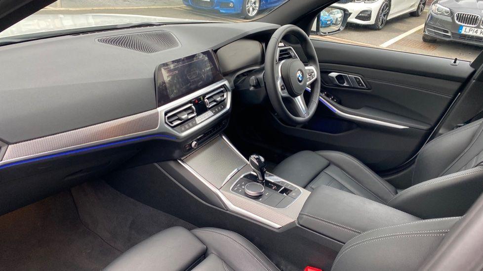 Image 6 - BMW 320i M Sport Touring (YG20JRO)