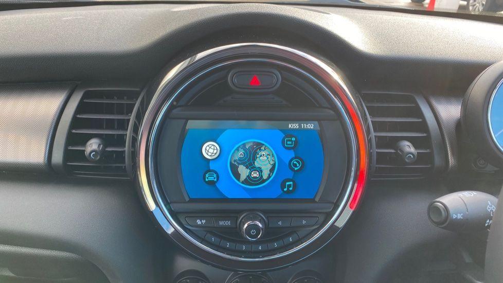 Image 7 - MINI Hatch (MV20AYW)