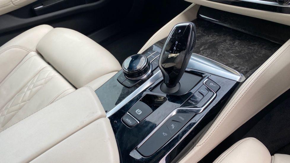 Image 10 - BMW 530e M Sport iPerformance Saloon (KE67DZL)