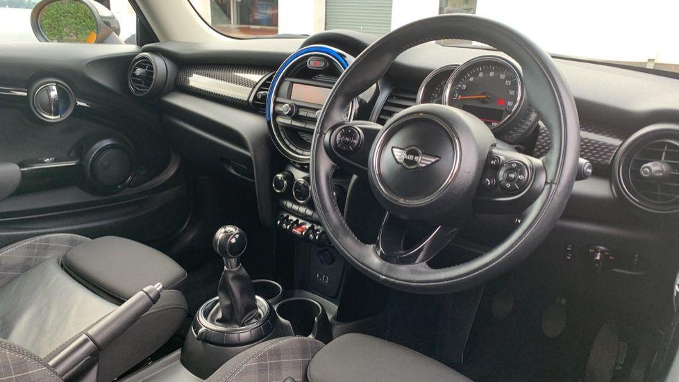 Image 5 - MINI Hatch (CX66GVA)