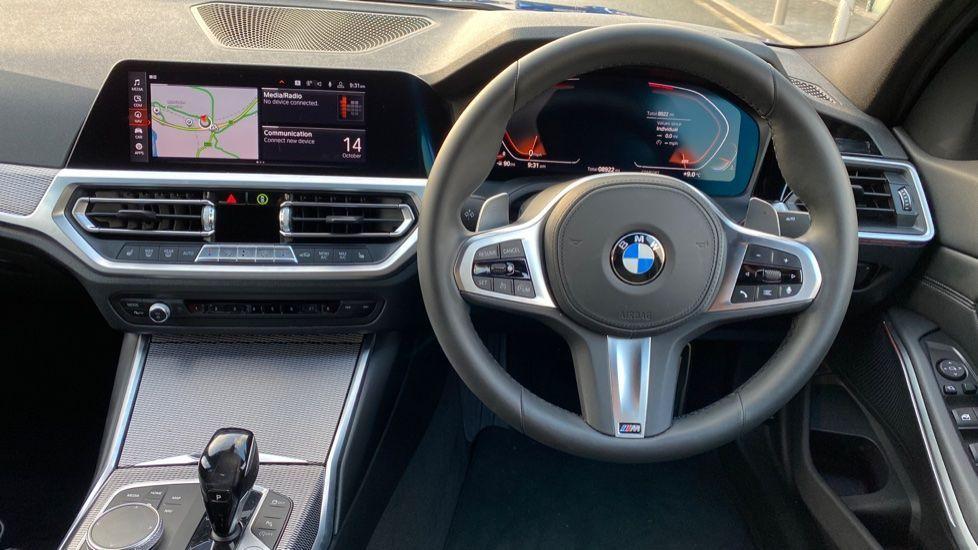 Image 8 - BMW 320d M Sport Saloon (YK69SST)