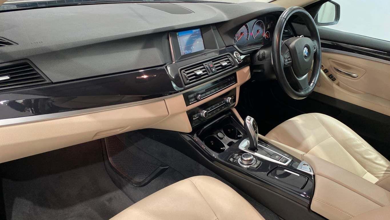 Image 5 - BMW 520d SE Touring (CY16SXZ)