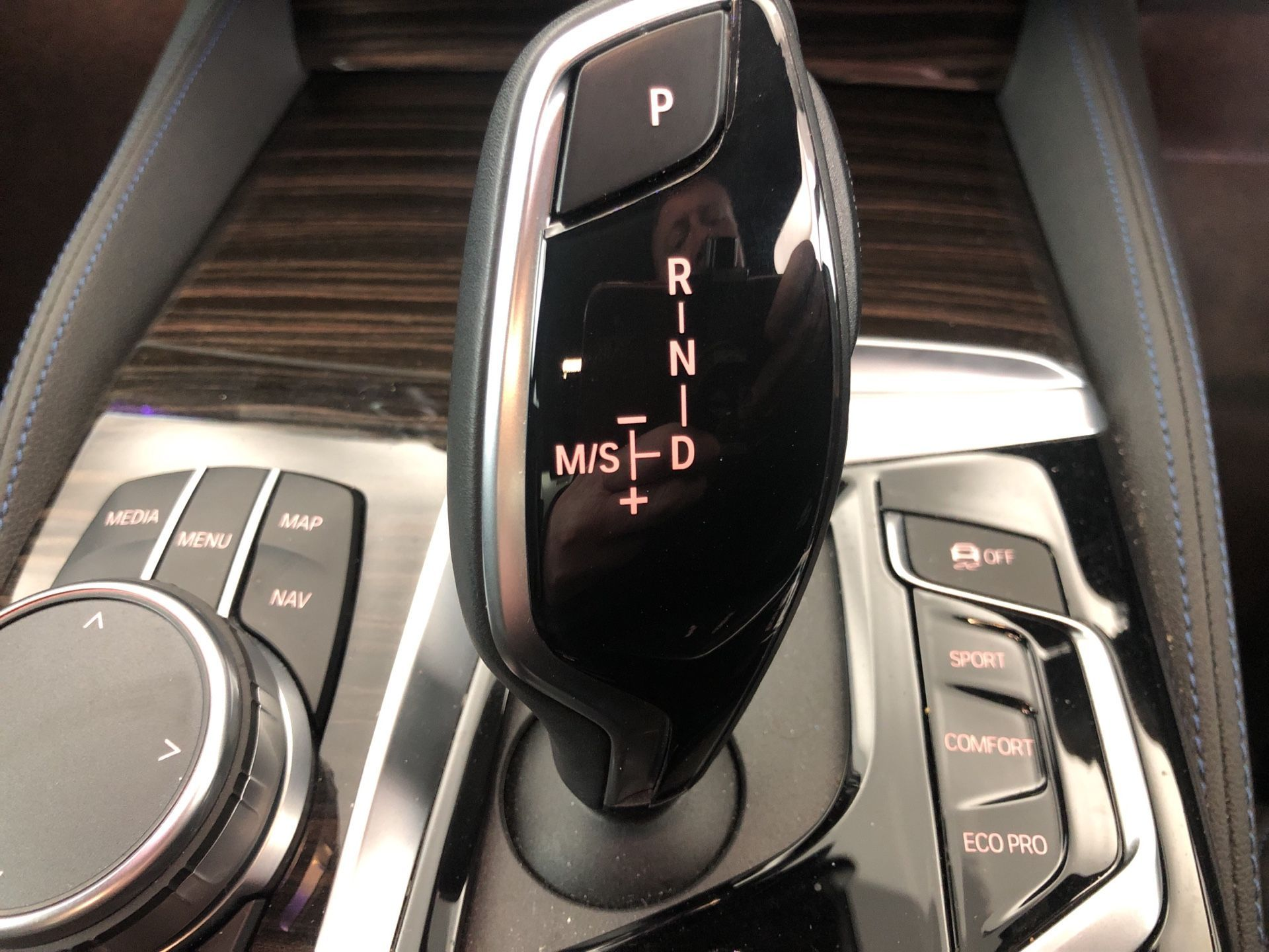 Image 11 - BMW 530e M Sport iPerformance Saloon (YJ68WUP)