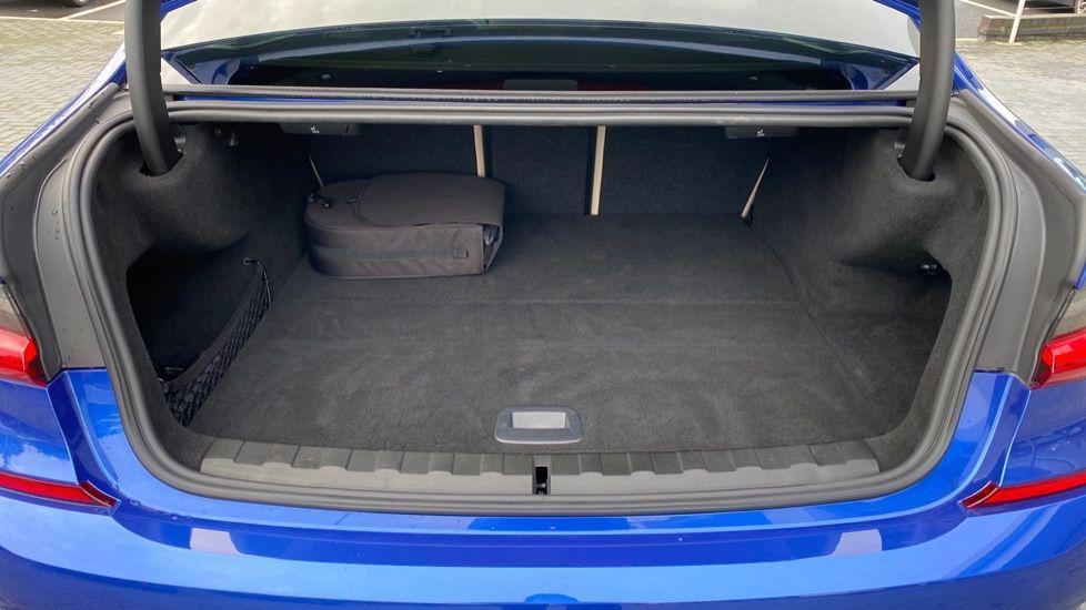 Image 13 - BMW 330e M Sport Saloon (YH69DJD)