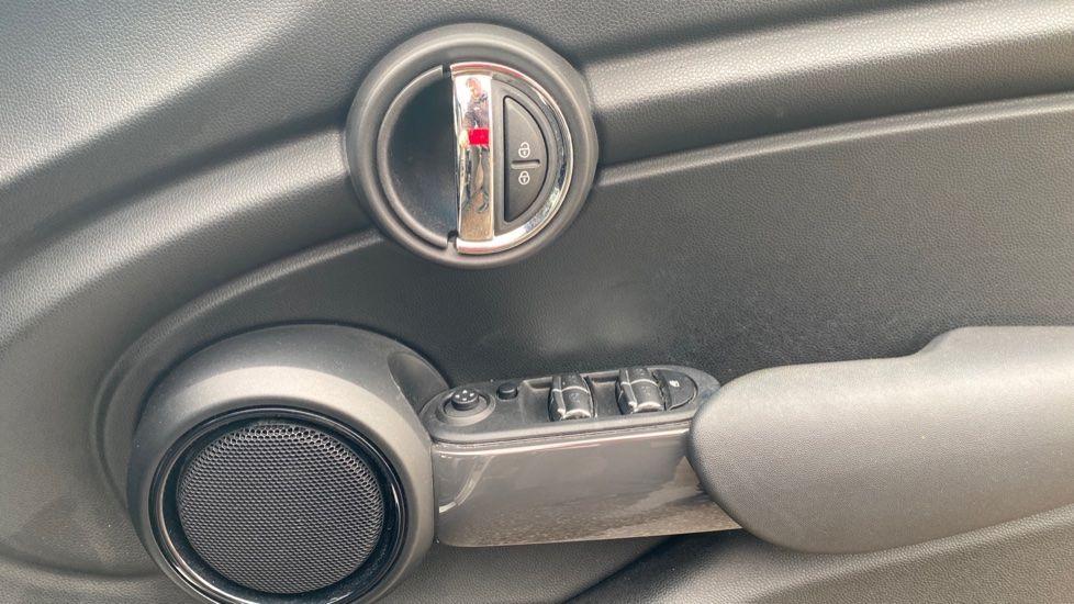 Image 20 - MINI Hatch (MM66RFX)