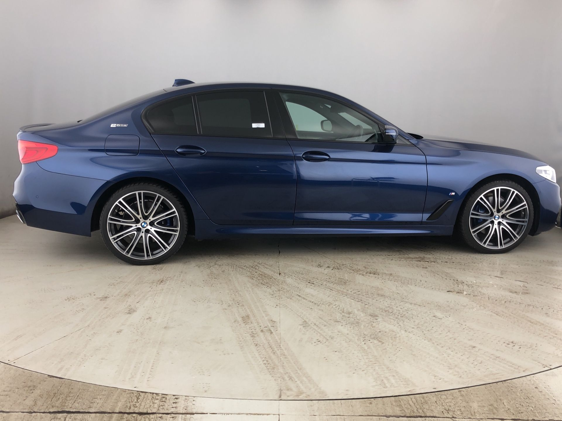 Image 3 - BMW 530e M Sport iPerformance Saloon (YJ68WUP)