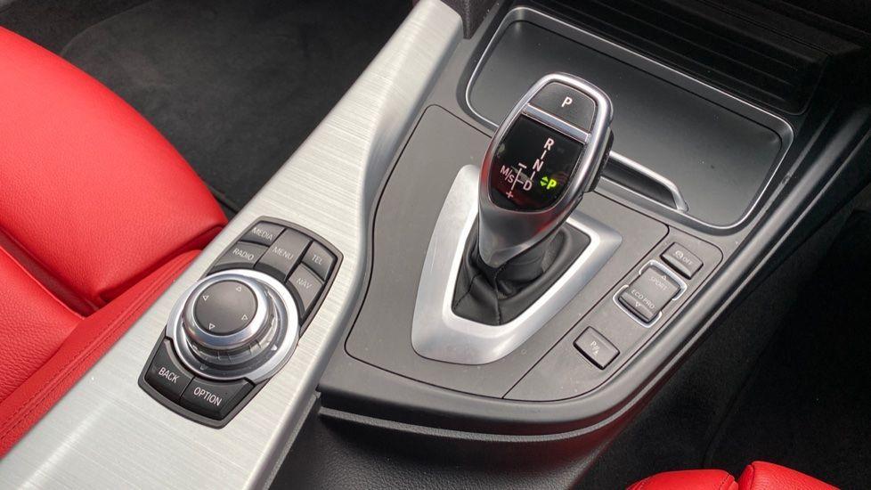 Image 10 - BMW 330d xDrive M Sport Saloon (MJ16GGX)