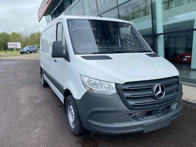 Mercedes-Benz Sprinter 211.39 Medium Wheelbase
