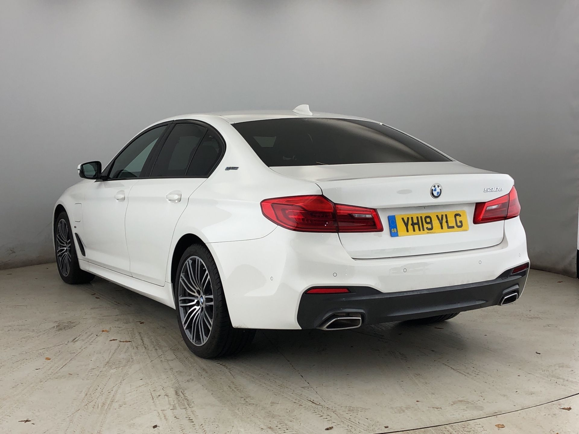 Image 2 - BMW 530e M Sport iPerformance Saloon (YH19YLG)