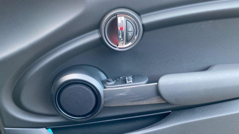 Image 20 - MINI Hatch (YG20XXS)