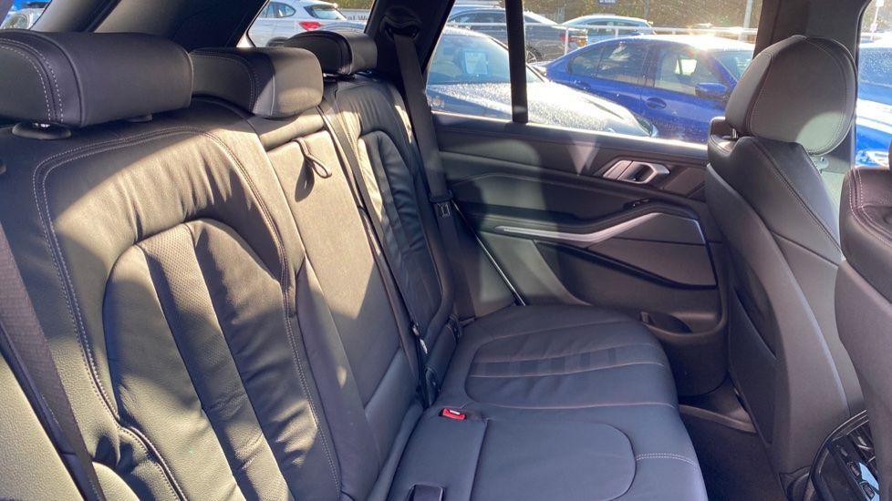 Image 12 - BMW M50d (CY19VPM)