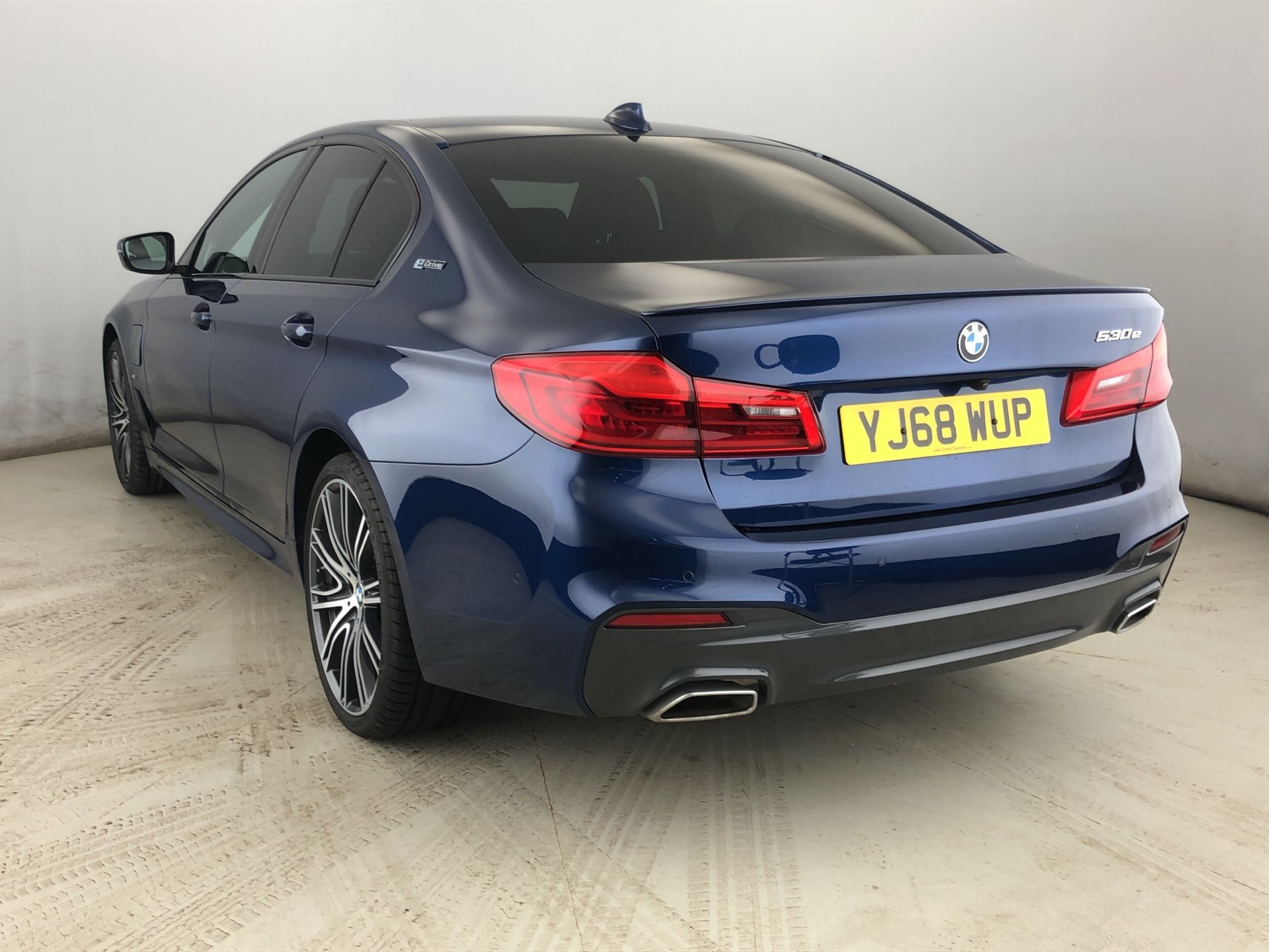 Image 2 - BMW 530e M Sport iPerformance Saloon (YJ68WUP)