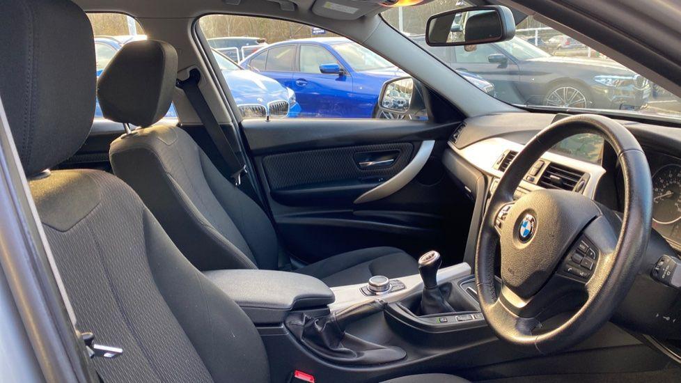 Image 11 - BMW 316d SE Touring (YA18UPK)