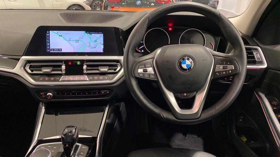 Image 4 - BMW 318d Sport Saloon (YA69NNL)