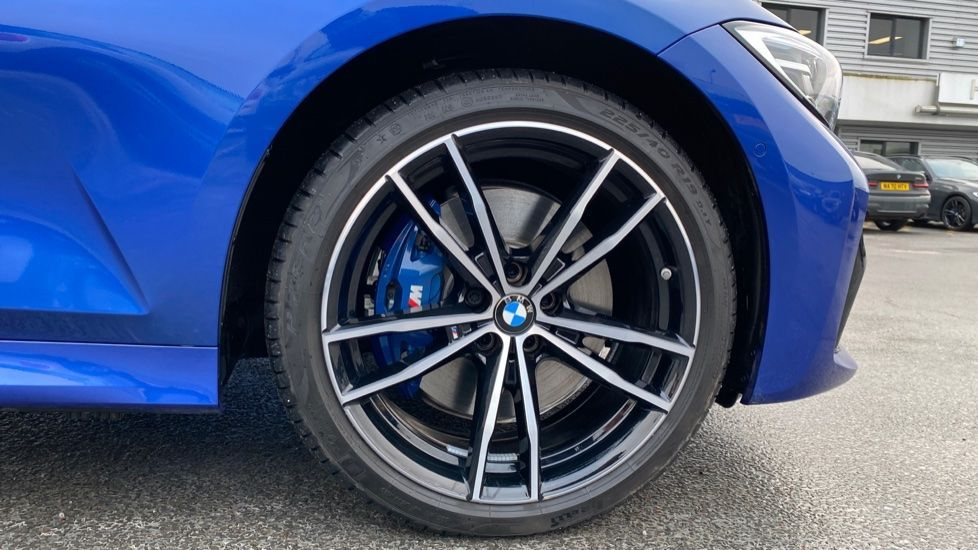 Image 14 - BMW 330e M Sport Touring (MA70HOH)