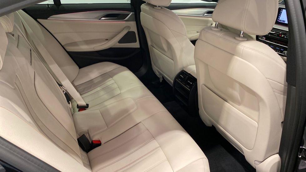Image 11 - BMW 520i M Sport Saloon (YG69GGE)