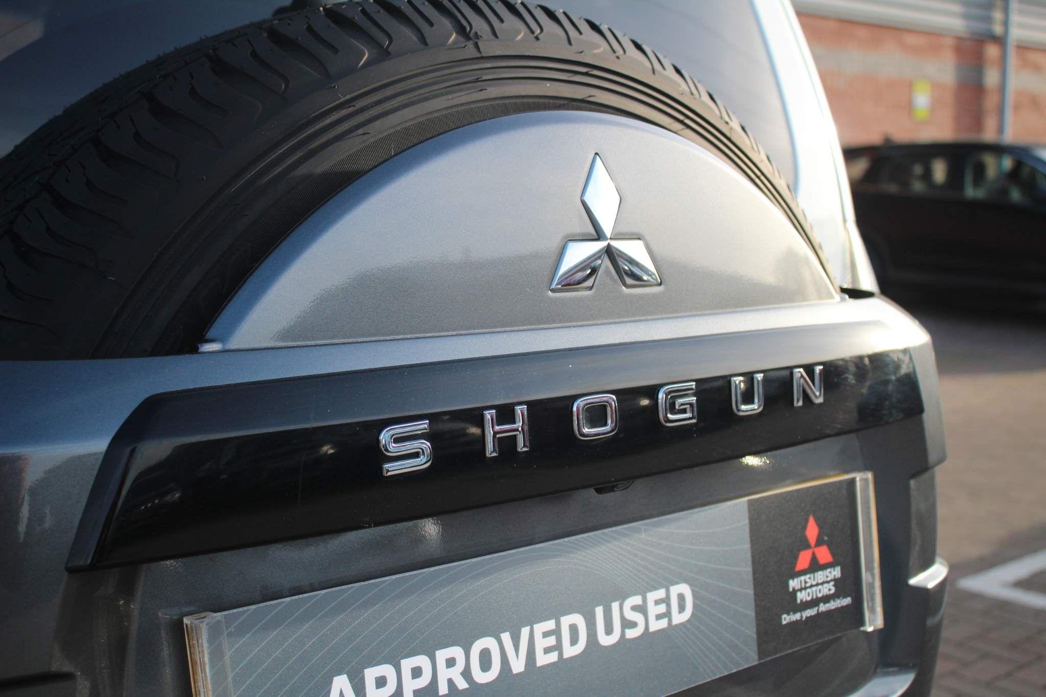 Mitsubishi Shogun Images