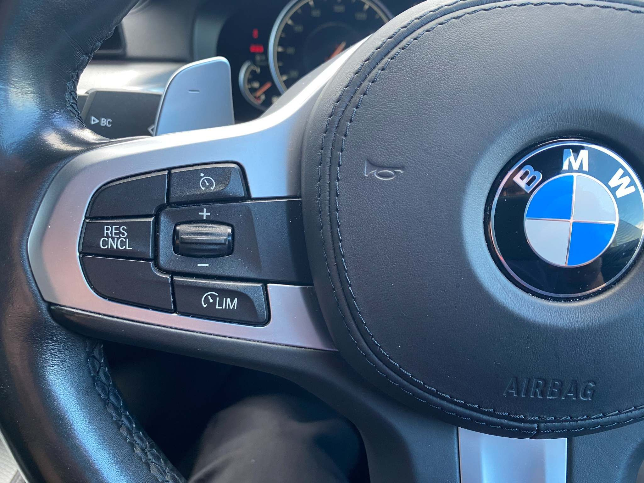 Image 19 - BMW 520d M Sport Saloon (MT67UPS)